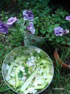 Tagliatelles de courgette pour une salade fraîcheur