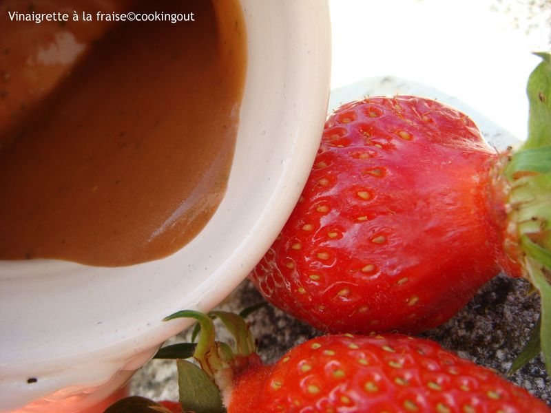 une vinaigrette à la fraise pour parfumer des poireaux à la vapeur