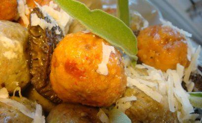 Gnocchis rouges et verts au beurre de sauge et aux morilles