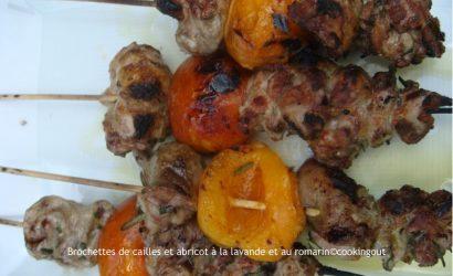 Brochettes de cailles et abricots parfumées à la lavande et romarin
