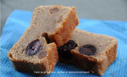 Cake aux épices, cerises et gingembre confit