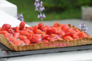 Tarte aux fraises parfumées à l'hibiscus