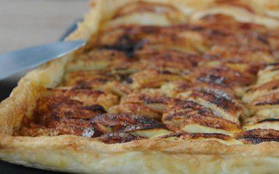 Tarte aux pommes épicée sur pâte feuilletée maison très facile