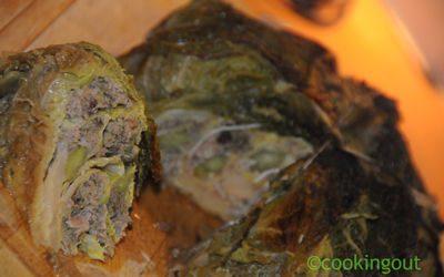 Recette de chou farci printanier avec des fèves et du cresson