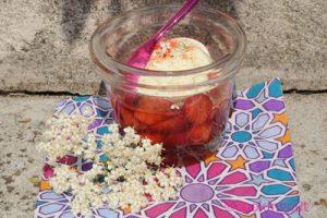 Salade de fraises au sirop de fleurs de sureau