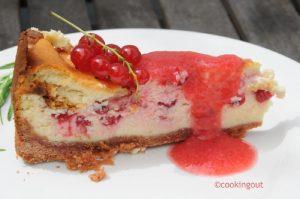 Cheese cake cuit groseille au coulis de fruits rouge et fraises blanches