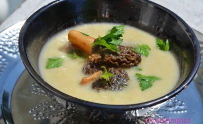 Velouté d'asperges aux morilles, recette parfaite pour les soirées fraiches