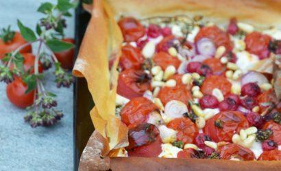 recette de Tarte à la tomate cerises, groseilles, marjolaine au chèvre avec de la pâte filo
