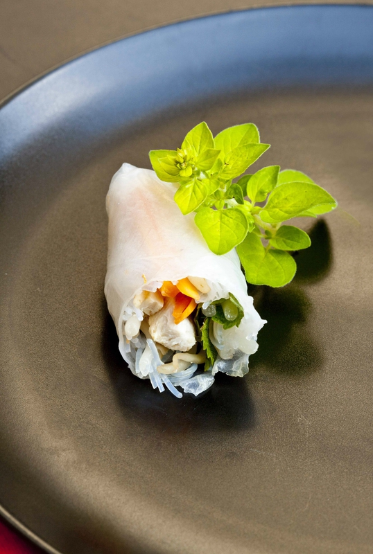 Recette de rouleau de printemps au lapin, parfumé à la mélisse pour un apéritif original sous le signe du lapin.