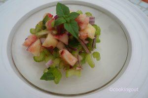 Recette de salade à base de céleri branche et pêches blanches