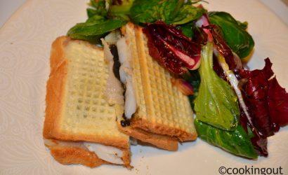 Croque monsieur au caviar pressé,, appelé papierusse chez Pétrossian avec des coquilles St Jaques et lard d'Arnad