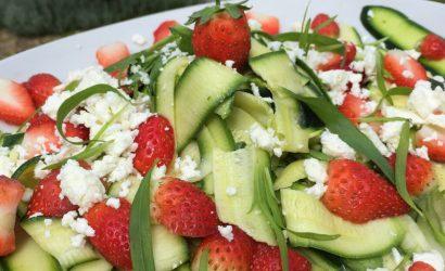 Salade de jeunes courgettes, fraises, féta et estragon