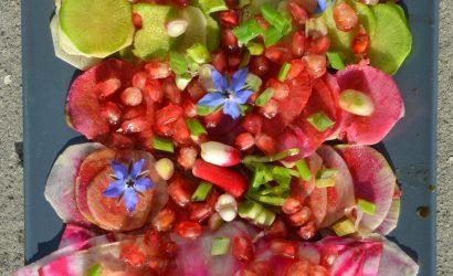 Salade aux multiples variétés de radis associés à la grenade