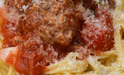 Spaggheti aux boulettes, recette italienne pour un déjeuner familiale d'inspiration italienne