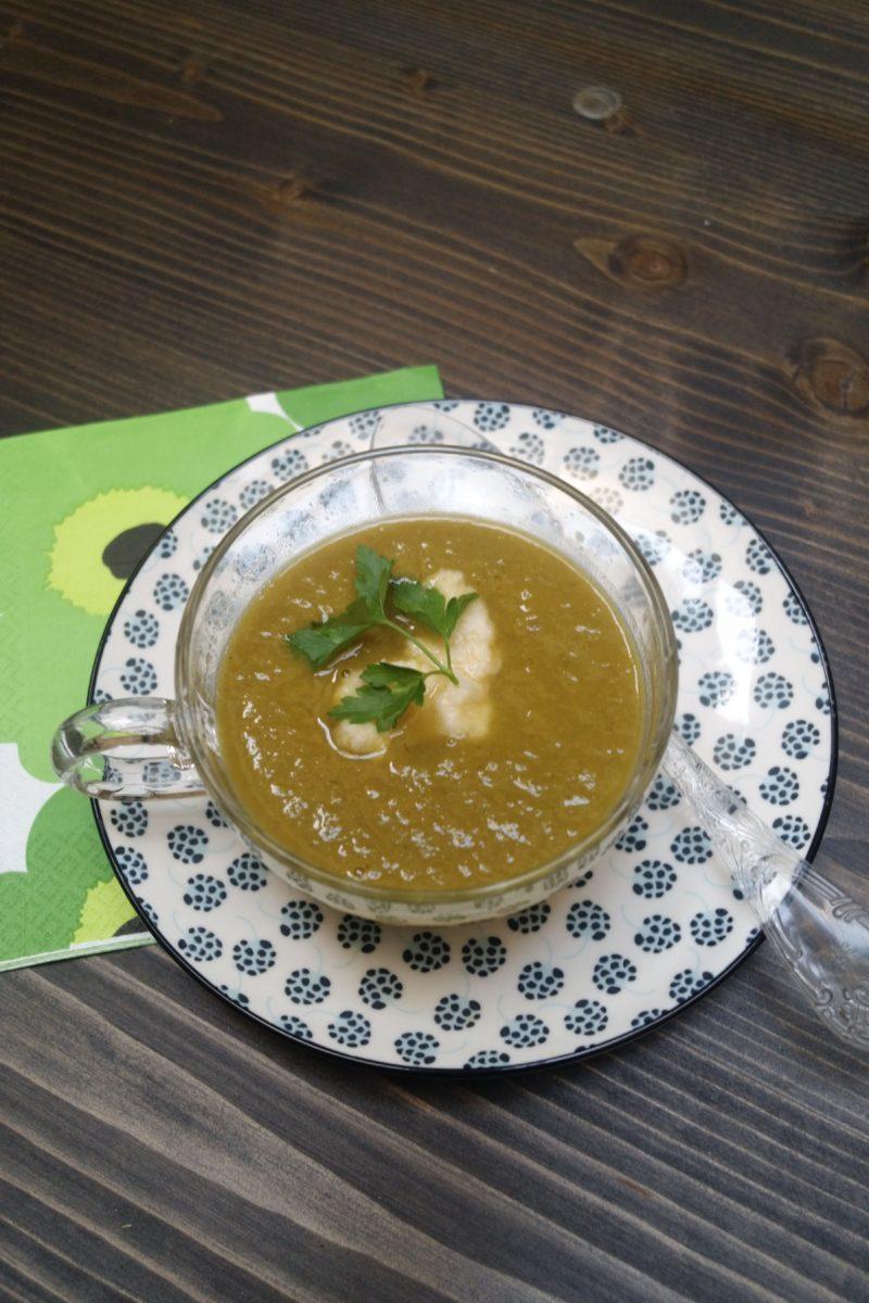 Soupe aux poireaux sans pomme de terre parfumé au raifort