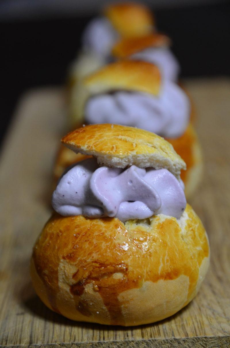 Semlor aux myrtilles, les brioches suédoises à la pâte d'amande du mardi gras