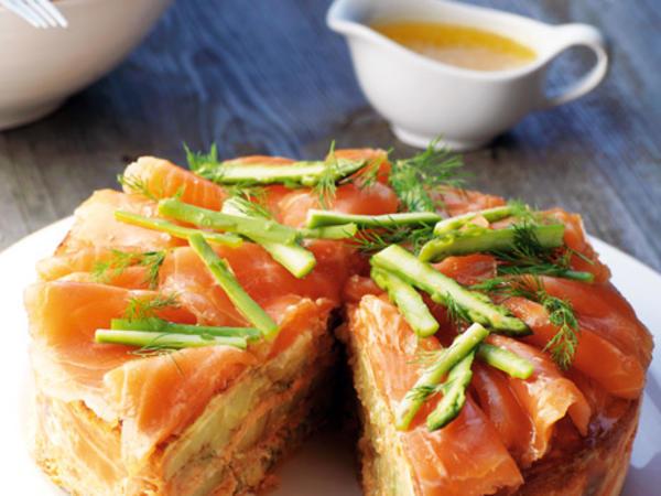 Gratin de saumon et aneth servi au repas de Pâques nordique