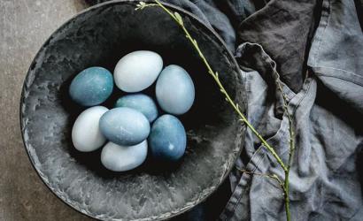 oeufs décorés hygge naturel ton bleu pour un pâques hygge
