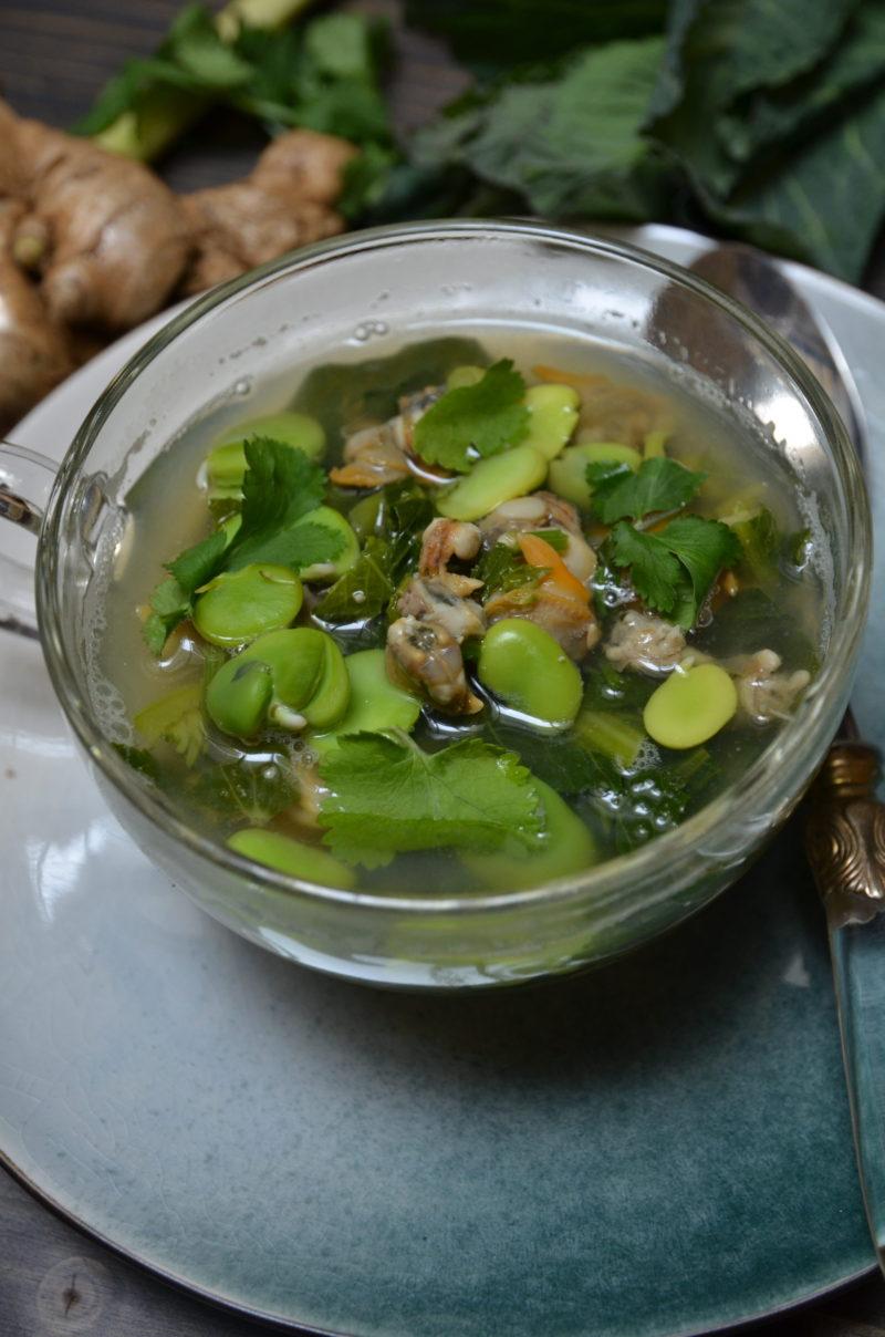 recette de bouillon aux coques exotique parfumé aux fèves et au brocoli rave