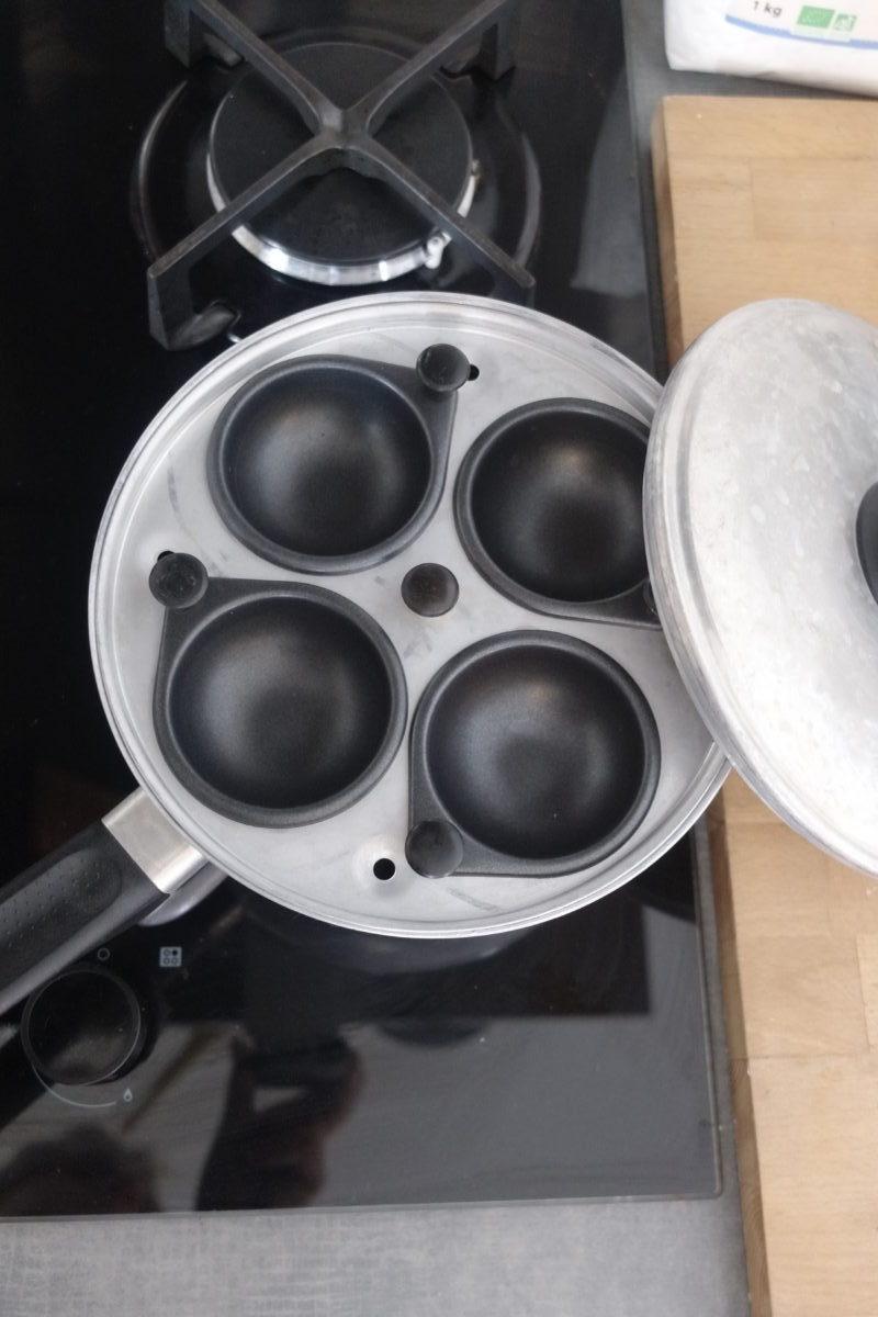 Casserole anglaise pour faire cuire les oeufs coques sans la coquille