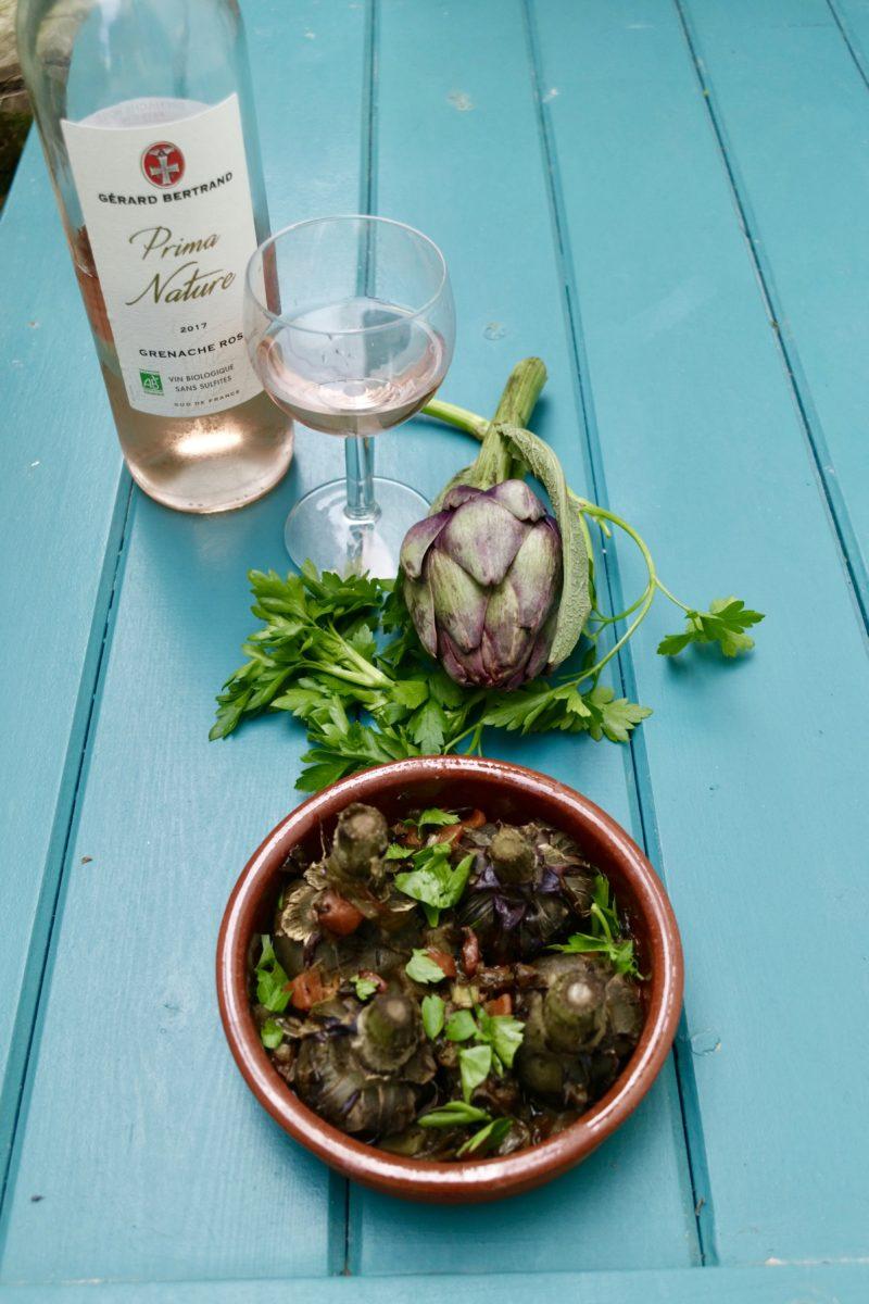 Artichauts à la barigoule servit avec un vin rosé