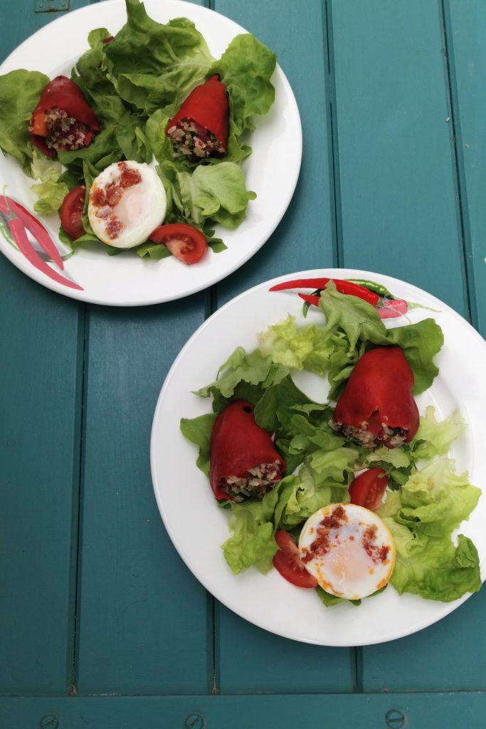 Salade printanière Pimientos farcis avec œuf au chorizo