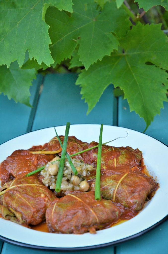 dolmas farcis, feuilles de vignes farcies aux pois chiches, riz et coriandre