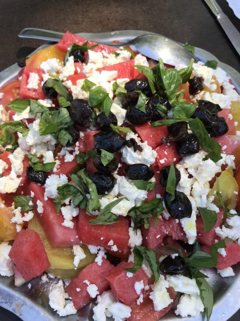 Salade de tomate pastèque féta basilic