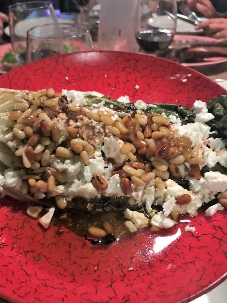 salade cuite avec feta et pignons servie au Barbacoa