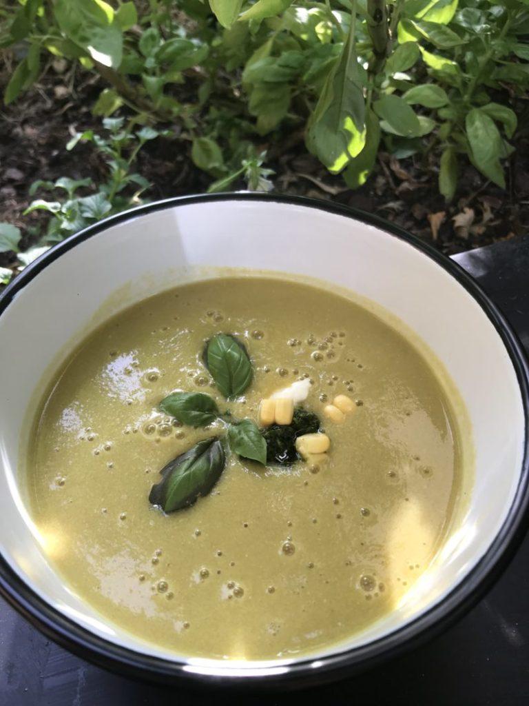 recette de soupe de maïs au pesto d'herbe