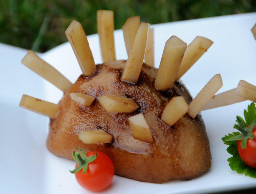 une recette pour les enfants ludique et délicieuse le hérisson poire et fromage