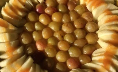 tarte sans gluten pommes et mirabelles avant cuisson