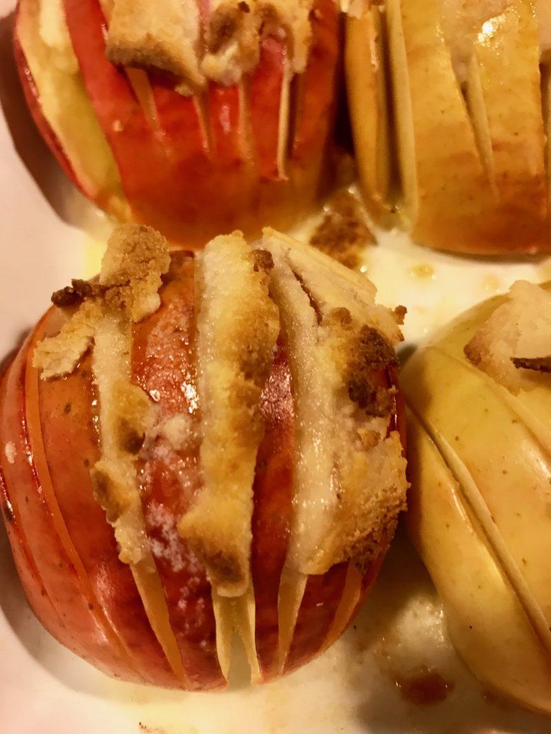 pommes cuites au four façon hasselback parfumées au massepain