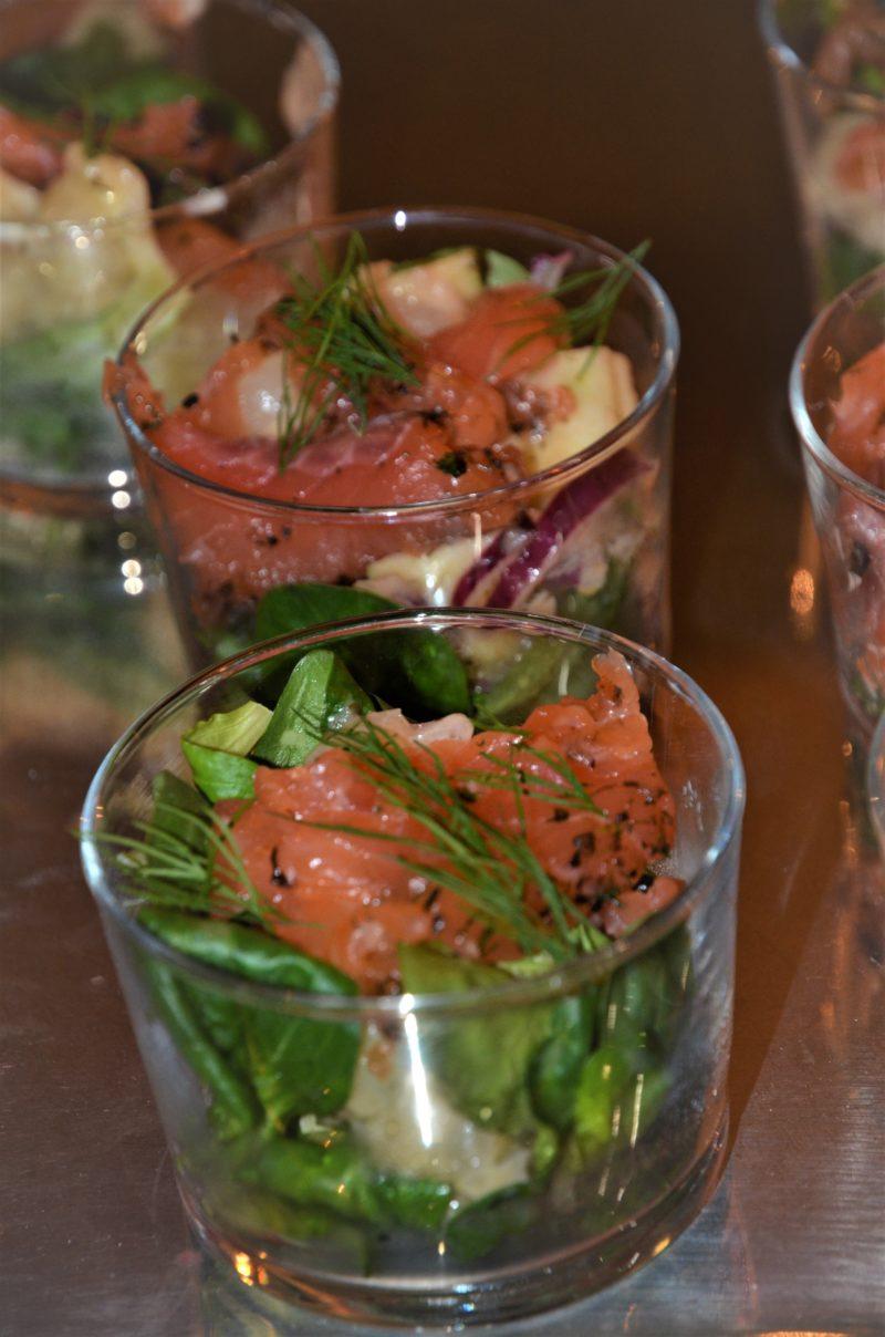 entrée au gravlax et salade d'oca du Pérou aux parfums nordiques