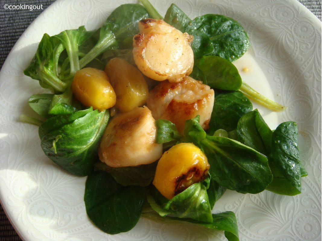 salade de mâche avec les coquilles St jacques parfumées au yuzu