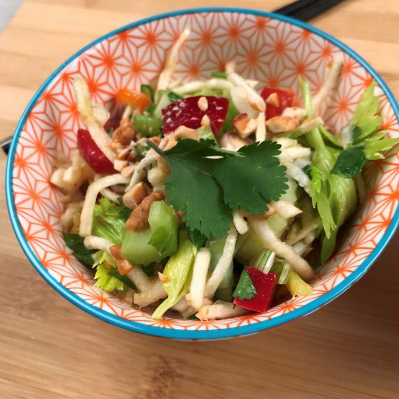 Bol de salade thai aux 3 céleris
