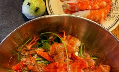 bouillon de carcasses de crevettes