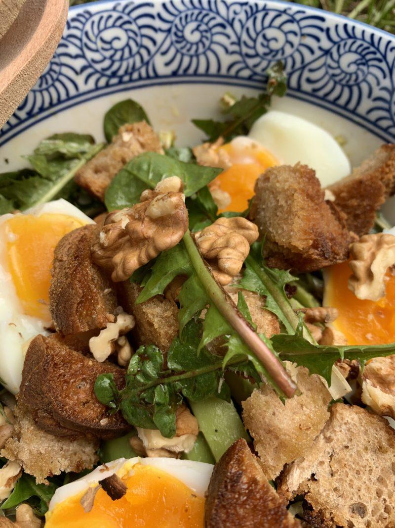 salade de pissenlit et croutons à l'ail