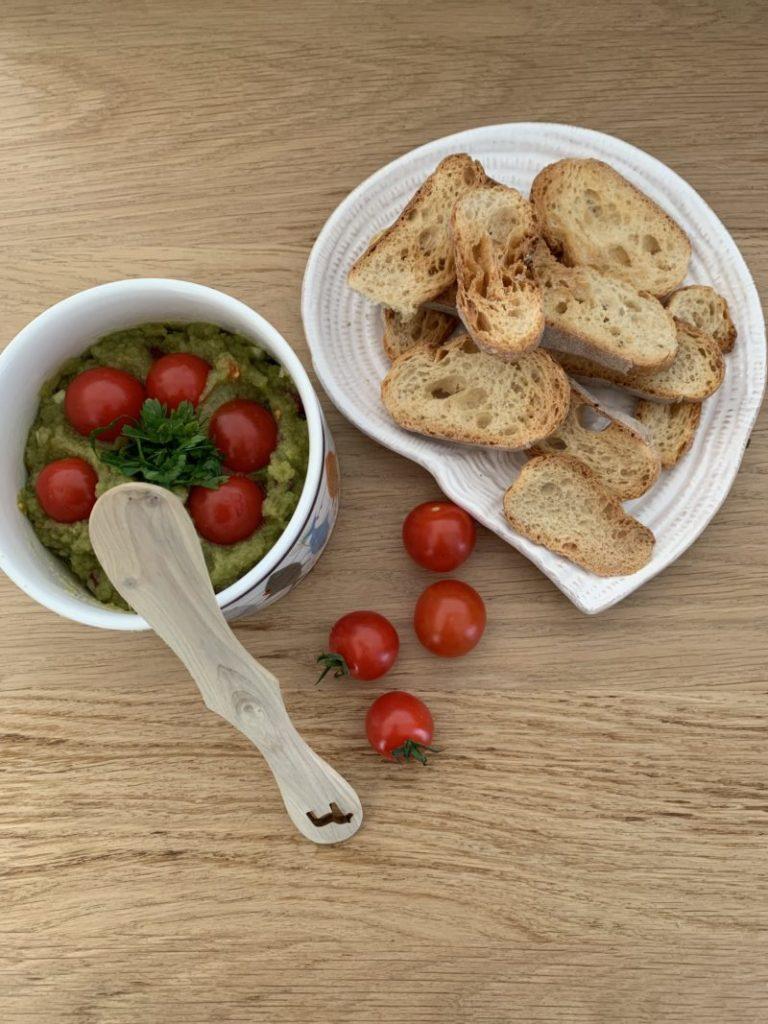 Dip aux cosses de fèves cuisinées comme un guacamole