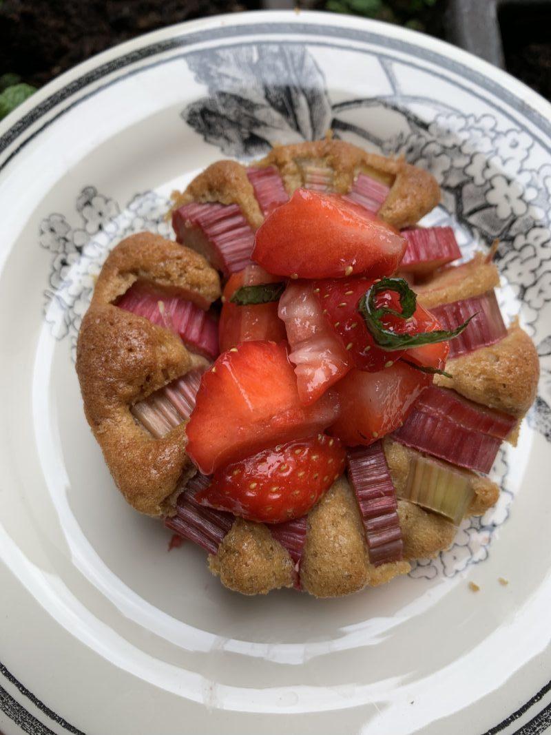recette de mini gâteau rhubarbe un écrin pour recevoir les fraises