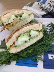 sandwich d'inspiration nordique au haddock, pomme grany et petits pois