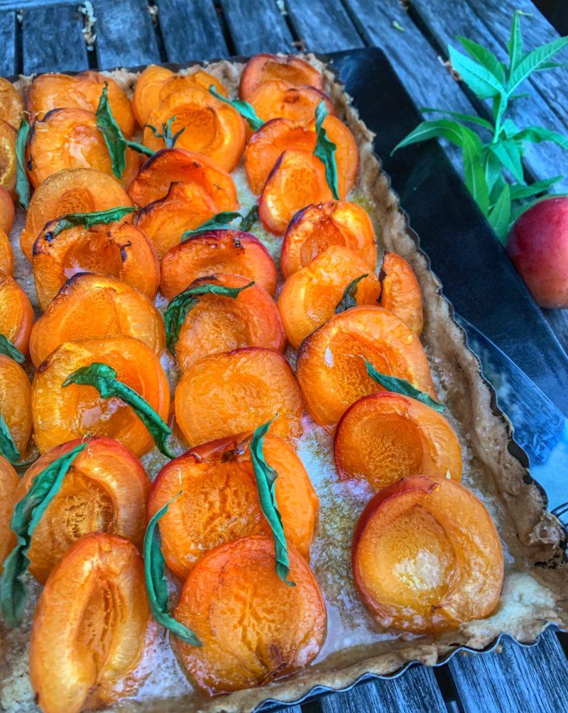 tarte aux abricots, verveine et poudre d'amande