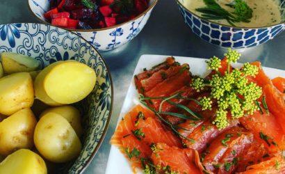 pommes de terre à l'eau et salade russe d'Irène pour accompagner le Gravlax à la criste marine