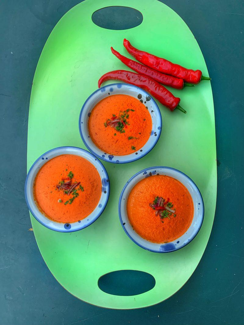 Velouté de poivrons rouges froid au piment piquant