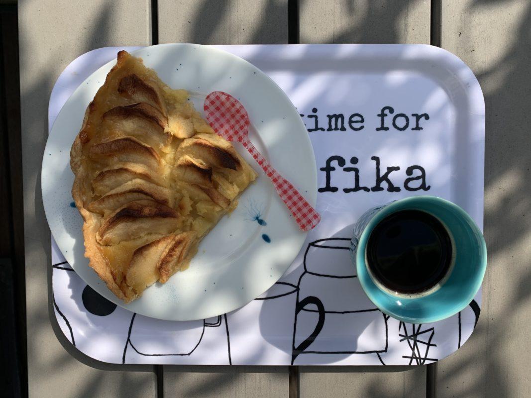 tarte aux pommes au lemon curd à déguster avec un petit café la pause Fika