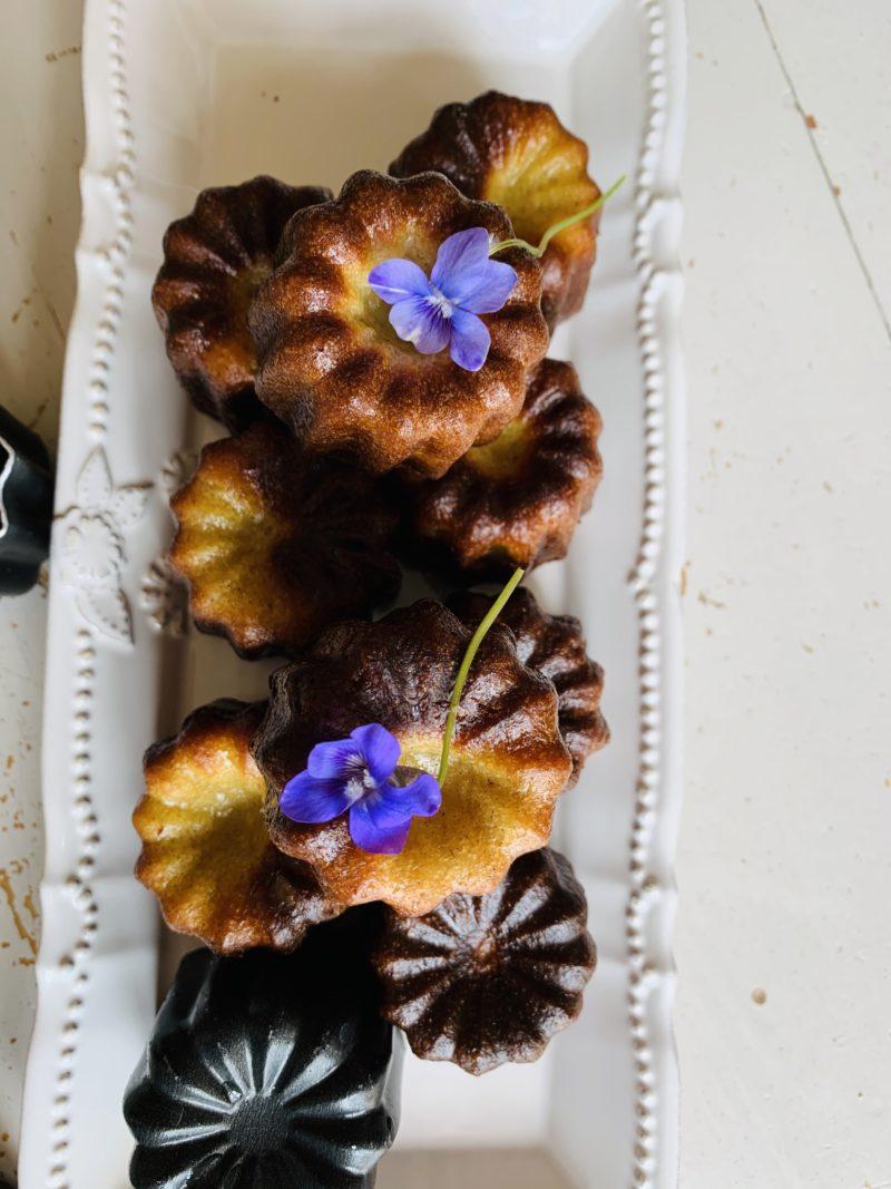 fleurs de violettes pour décorer le goûter