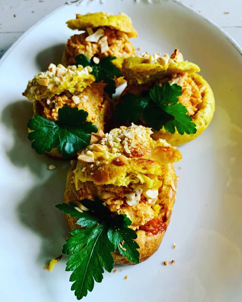 gougère au poulet tikka massala et noix de cajou