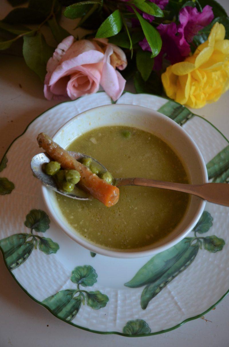 soupe de cosses de petits pois et flageolets avec garniture