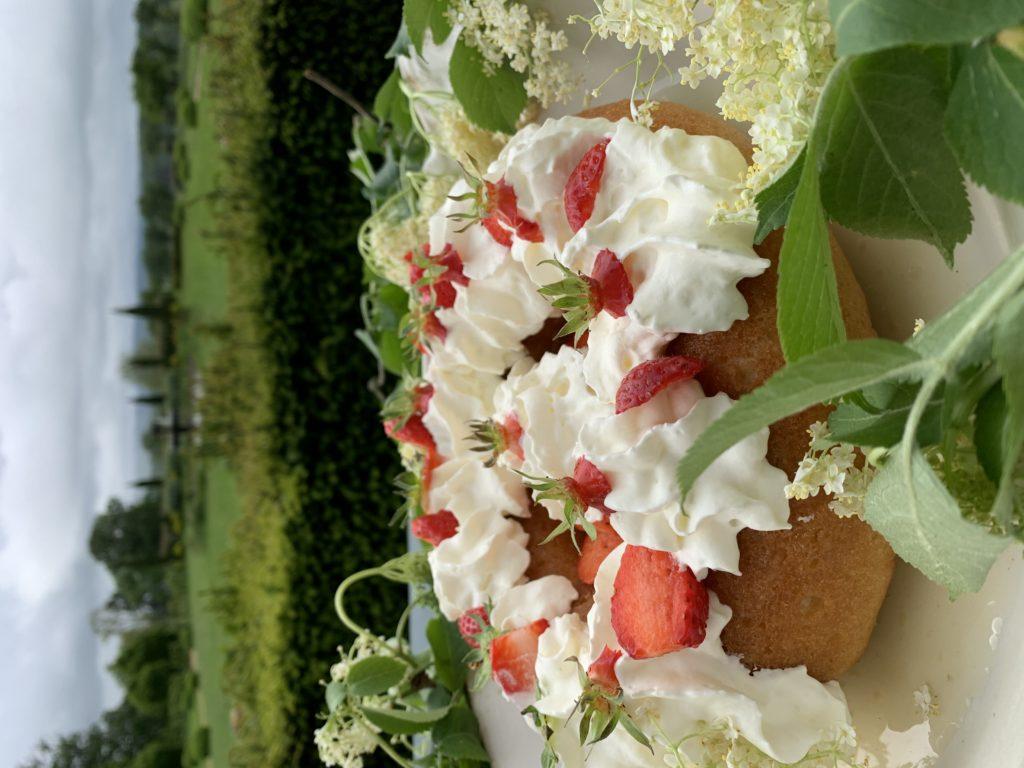 dessert du dimanche le baba au rhum dégusté au château de Sannat