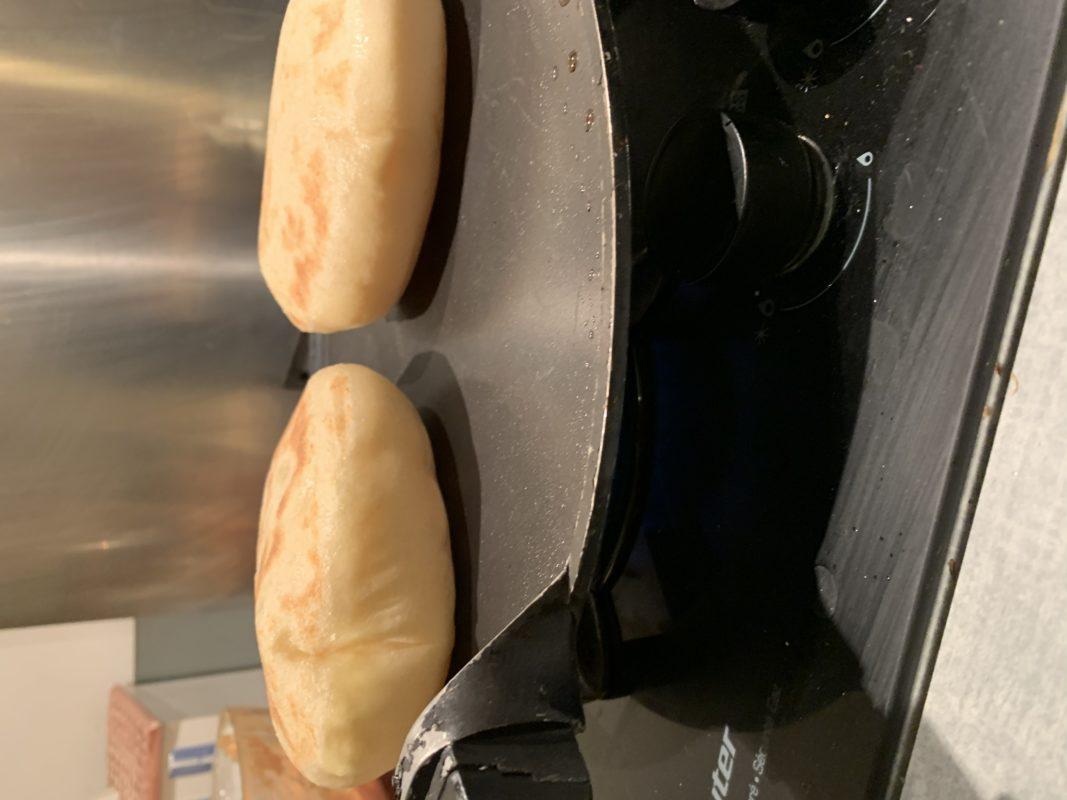 Naans et cheese naans cuits à la poêle